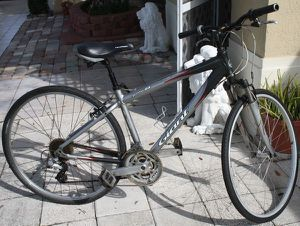 "C700 Giant Cypress DX - 17"" frame - 21 speed for Sale in Kissimmee, FL"