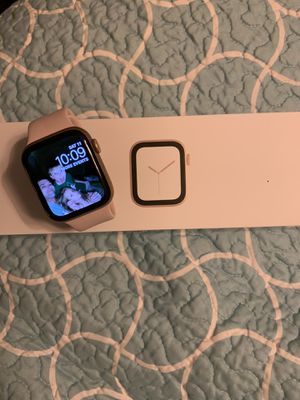 44mm Series 4 Apple Watch for Sale in Saltillo, MS