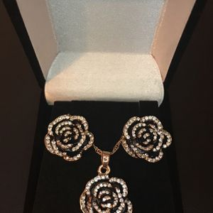Rose Necklace!! for Sale in Corona, CA