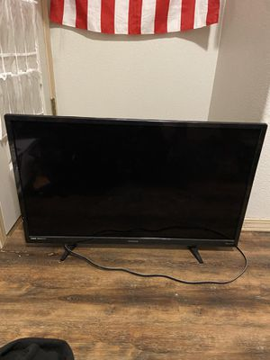 32 inch ROKU TV with controller for Sale in Damascus, OR