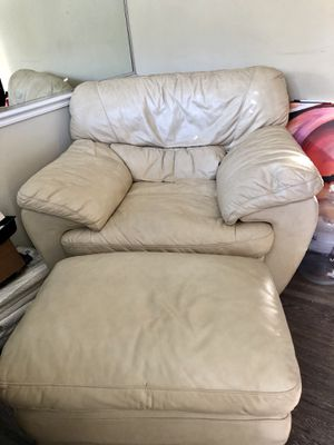 Leather Chair Ottoman and Big Screen $80.00 for Sale in Atlanta, GA