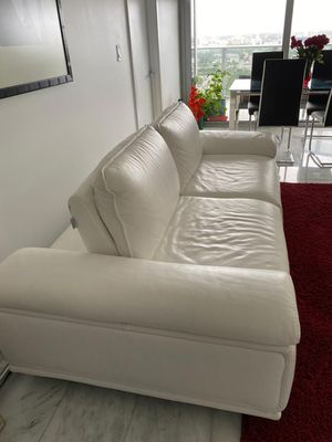 New premium real grain leather loveseat for Sale in Miami, FL