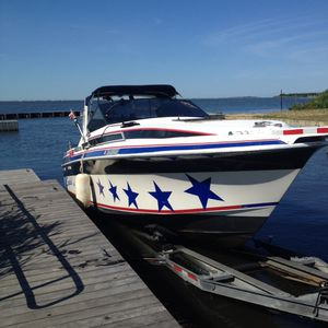 28' Wellcraft Monte Carlo 1988.twin 305 mercruiser I/0's with alpha one water in Lindenhurst ny and includes dockage for rest of season and for Sale in Jericho, NY