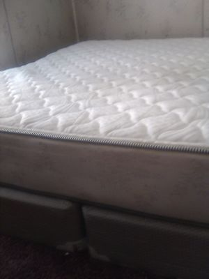 King size matters and boxspring for Sale in Chocowinity, NC