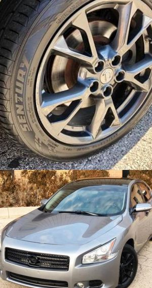$1200 Nissan Maxima for Sale in Columbia, MO
