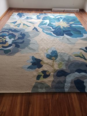 9x12 beautiful rug. Brand new... colors didn't match my decor. Paid $669.00 selling $250.00 for Sale in Fairview, OR