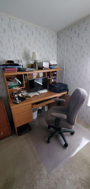computer desk and chair for Sale in Kissimmee, FL