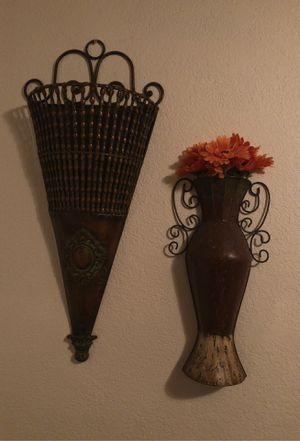Wall decorations for Sale in Lynwood, CA