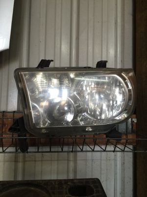 2007 Toyota Tundra headlight LH for Sale in Columbus, OH