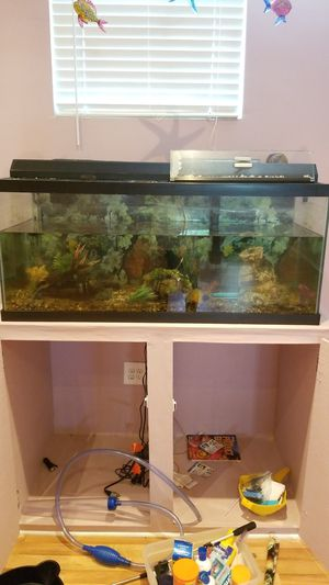 75 gallon Fish tank and pump for Sale in Mableton, GA