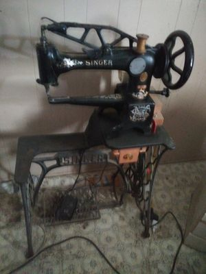 Singer 29 - 4 patch sewing machine for Sale in Cypress, CA