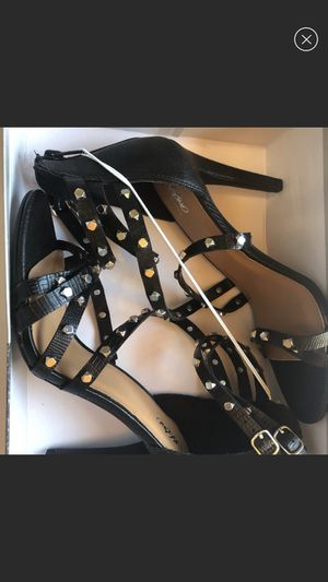New black shoes size 8.5 for Sale in Miami, FL
