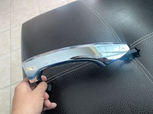 Hyundai santa de door handle for Sale in San Antonio, TX