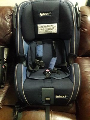 Free car seat / pending pick up for tomorrow morning for Sale in Milton, WA
