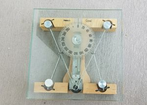 THINNER CRYSTAL Brand Glass Bathroom Scale LIKE NEW! $95 SUPER COOL! for Sale in Plantation, FL