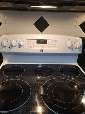 GE Range for Sale in Herndon, VA
