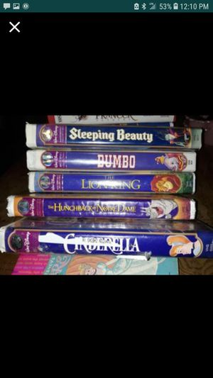MAKE OFFER HOPING TO GET AT LEAST 30OVER 100 VHS MOVIES for Sale in Waynesville, MO