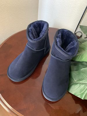 2 pairs of uggs boots size 7 like new for Sale in Plant City, FL