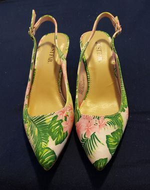 Flower and leaf small heeled shoes for Sale in Tempe, AZ