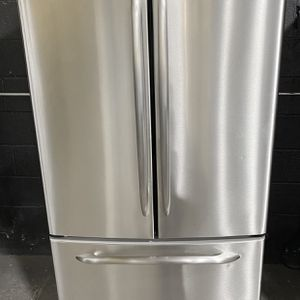 """33"""" French Door fridge*FINANCE AVAILABLE for Sale in East Hartford, CT"""
