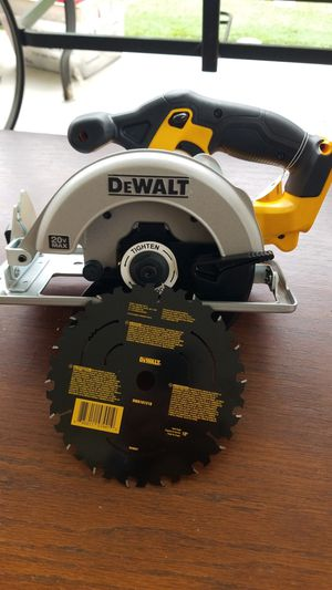 "DeWALT 20V MAX LITHIUM ION 6-1/2"" CIRCULAR SAW (TOOL ONLY) for Sale in Los Angeles, CA"