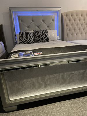 Queen Led bed 🎈🎈🎈🎈 for Sale in Fresno, CA