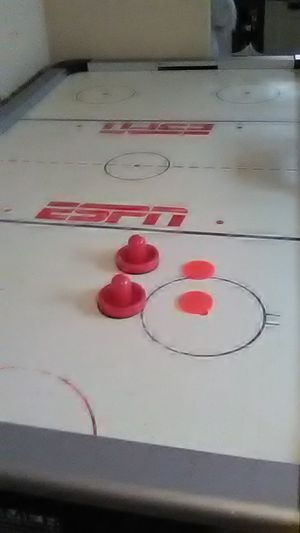 ESPN AIR HOCKEY TABLE for Sale in Cleveland, OH