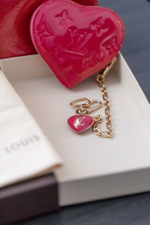 Authentic Louis Vuitton LV Monogram Pink Vernis Coin Purse for Sale in Clackamas, OR
