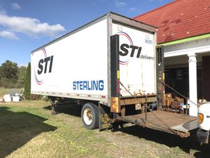 27 ft Trailer with liftgate for Sale in Southington, CT