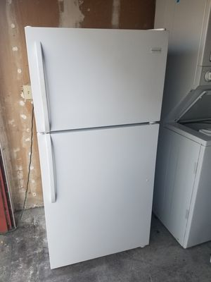 Frigidaire Top- Frezeer Refrigerator for Sale in San Leandro, CA