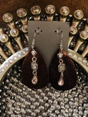 Leather Diamond earring for Sale in Kilgore, TX