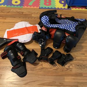 Tae Kwon Do Sparring Gear (child's small) for Sale in Buena Park, CA