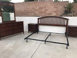 Wood King Bedroom set for Sale in Bloomington, CA