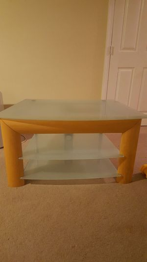 A tv table for Sale in Sudley Springs, VA