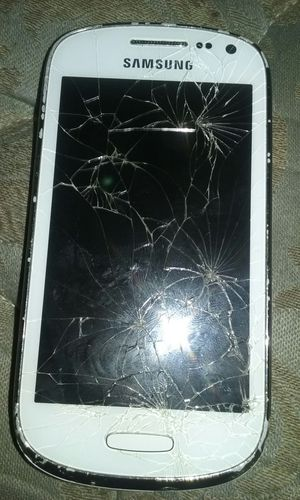 Lil Samsung phone broken but make me a offer for Sale in Tampa, FL