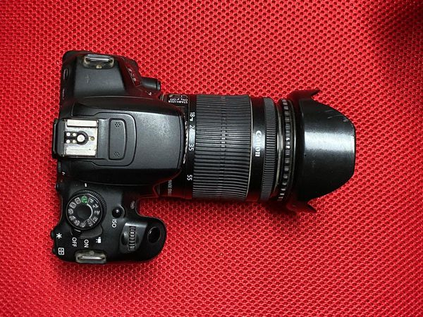 Canon EOS 700D / EOD Rebel T5i With Lens & Battery