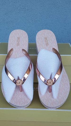 New Authentic Michael Kors Women's Rosegold Sandals Size 10 ONLY for Sale in East Los Angeles, CA