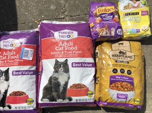 Dry cat food 56 lbs for Sale in Baton Rouge, LA