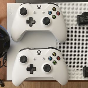 Xbox One S - Like New - Firm On Price for Sale in Clermont, FL