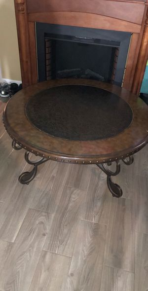 Circle coffee table for Sale in Aurora, IL