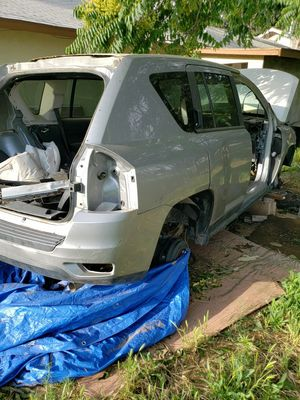 2016 Jeep Compass parts Take All for a Bargan price for Sale in Beaumont, CA