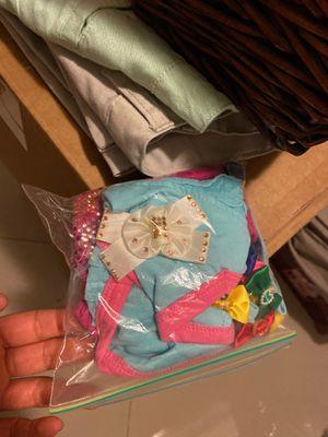 Free dog clothes & bows (Sm) for Sale in Miami, FL
