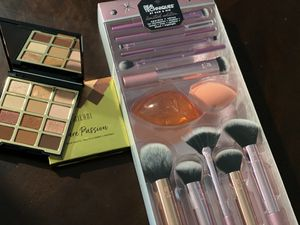 Beautiful makeup brushes for Sale in Houston, TX
