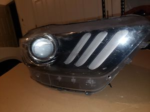15-17 ford mustang Xenon headlight. Right side(passenger side) S550 damaged housing but good oem ballast and Xenon bulb for Sale in Tampa, FL