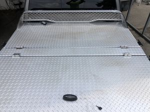 Diamondback truck bed cover aluminum for Sale in Ocoee, FL