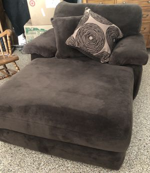 Chaise lounge for Sale in Riverside, CA