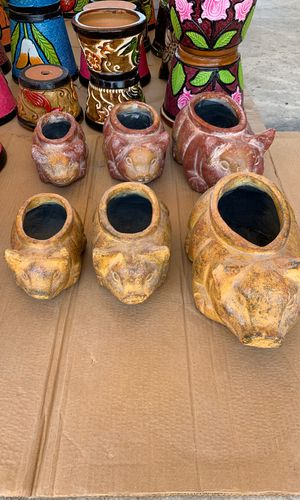 Pottery and flower pots pigs 3 /$35 for Sale in Somerset, TX