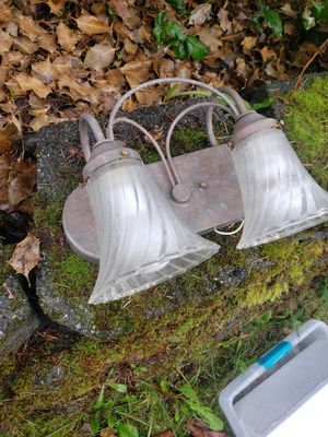 Free ◇ Light fixture. for Sale in Lacey, WA