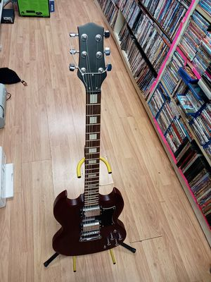Electric guitar does not have a brand don't know what brand is it for Sale in Chambersburg, PA
