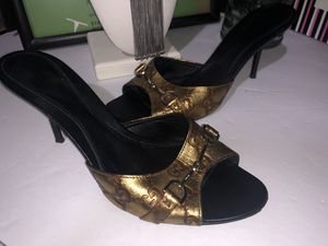 Gucci horsebit heels size 8 very nice for Sale in Dublin, OH